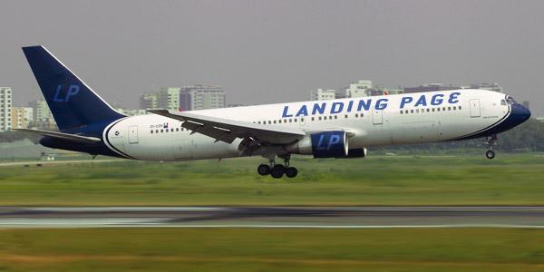 aereo che atterra per simboleggiare la pagina di atterraggio o landing page