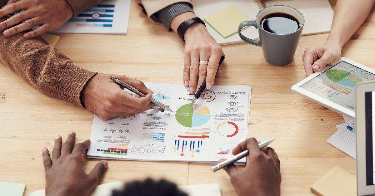 Definizioni Di Marketing - Meeting Intorno Ad Un Tavolo